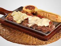 Carne del Rancho con Arepa y Envuelto.