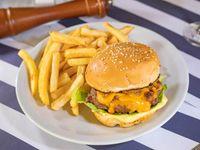 Cheese burger bacon con papas fritas