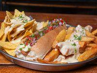Pancho mexicano con papas y nachos