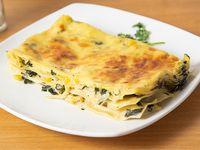 Lasagna vegetariana + gaseosa 220 ml + pan + cubierto