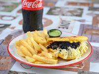 Combo - Arepa dominó + papas fritas + Coca-Cola de 600 ml