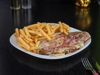 Milanesa con muzzarella y panceta con papas fritas o papas rústicas