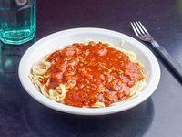 Tallarines con salsa boloñesa