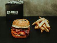 Cheese & bacon burger con papas fritas