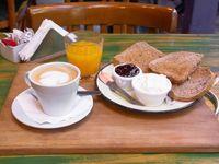 Promo - Café con leche o té, jugo de naranja y tostado de jamón y queso