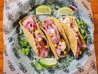 Tacos Pastor + nachos