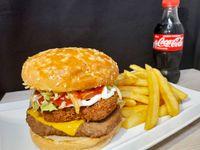 Hamburguesa Mixta, pollo crispy mas carne de vacuno+ papas fritas + bebida 250 ml +4 Nuggets de pollo sin costo