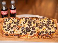 Promo 2 - 1 Pizza con olivas negras, mozzarella y parmesano + 2 Coca-Cola 250 ml