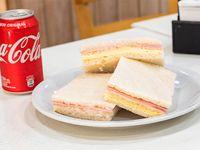 Combo - 3 Sándwiches de miga de jamón y queso + Gaseosa 354 ml