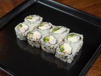 Uramaki roll de langostino, palta y queso crema