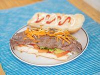Sándwich de lomito con vegetales