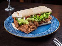 Sándwich de milanesa en pan bata