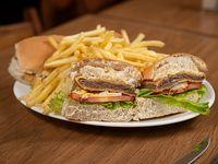 Promo  - Milanesa en dos panes con fritas + refresco línea Coca-Cola 1 L