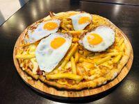 Promo 2 - Mega pizza 40 cm muzzarella, panceta, cheddar, papas fritas y huevo frito + Coca 1.5 L