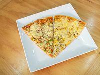 Promo 2 - 2 porciones de pizza + bebida línea Coca-Cola 220 ml