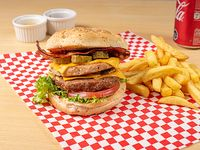 Combo - Hamburguesa dúo + Papas fritas + Bebida a elección