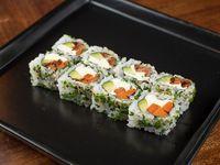Uramaki roll veggie, palta, zanahoria y queso crema