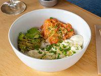 Poke salad de salmón fresco