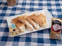 Combo de sandwiche caliente, capuccino en sobre y 2 masitas