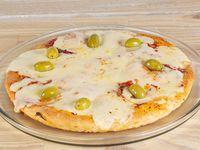 Pizza con muzzarella y aceitunas (8 porciones)