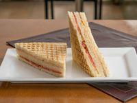 Sándwich mixto napolitano doble con jamón, queso, tomate y orégano