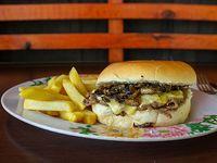 Sándwich de churrasco champiluco + papas fritas