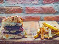 Ernesking Burger con papas fritas