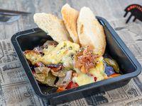 Vegetales asados con hierbas, chutney y queso reclette