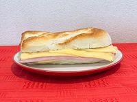 Baguetin de jamón y queso