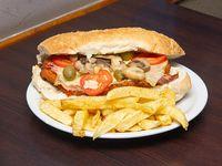 Sándwich turco con papas fritas
