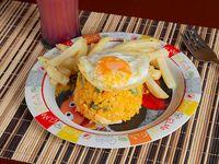 Arroz con Pollo y Huevo Frito