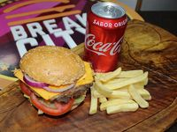 The Classic Burger + Papas fritas + Bebida