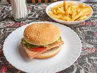 Hamburguesa completa con papas fritas