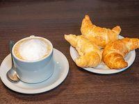Café con Leche más 3 medialunas de manteca