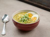 Sopa curry laksa de pollo