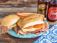 Promo 6 - 2 panchos + 2 sándwiches de jamón crudo, queso y tomate + 2 cervezas imperial porrón