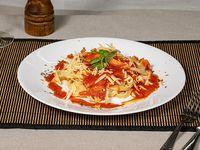Tagliatelle al huevo con salsa filetto y tomate cherry salteado