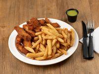 Tenders de pollo Crispy con papas fritas y salsa