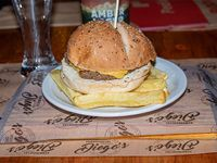 Menú infantil - Hamburguesa con queso cheddar + Papas fritas