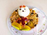 Ensalada de Frutas Bogotana con Yogurt  y Cereal