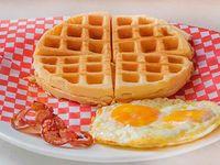 Waffle con Tocineta y Huevo
