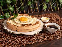 Waffle de Yuca + Queso