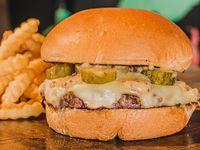 Pickle Cheeseburger + Papas