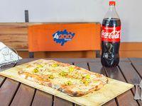 Combo 8 - Pizza muzzarella mediana + Bebida 1.5 L  (disfrutan 2-3)