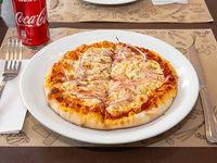 Pizza fugazzeta (20 cm) + bebida 220 ml