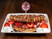 Waffles o creppes + crema + topping + fruta