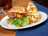 Hamburguesa Enriqueta con papas fritas