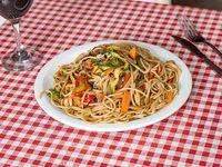 Spaghetti salteado con vegetales