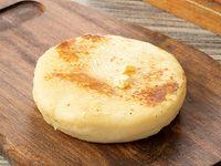 Arepa Rellena de Queso Mozzarella
