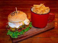 Hamburguesa Breoghan con papas fritas